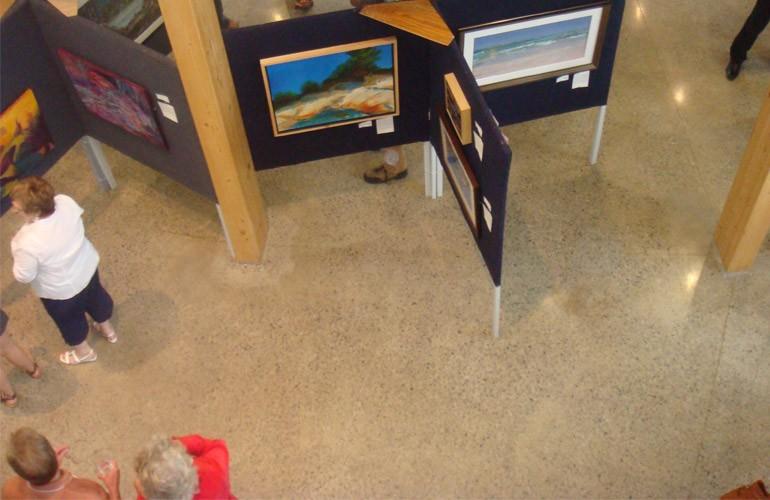 Art Impact, une exposition-concours sur le thème de l'eau, a été notre deuxième événement et a eu lieu du 21 au 30 juin 2011. Nous avons reçu le tableau que nous convoitions, Révérence au soleil, une œuvre de Julie Courtemanche, l'une des gagnantes de l'exposition.