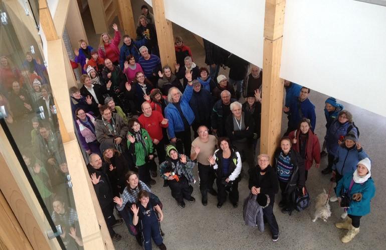 La randonnée d'hiver des Routes de l'arc-en-ciel s'est terminée avec une visite du Centre pour la vitalité des lacs Vale.