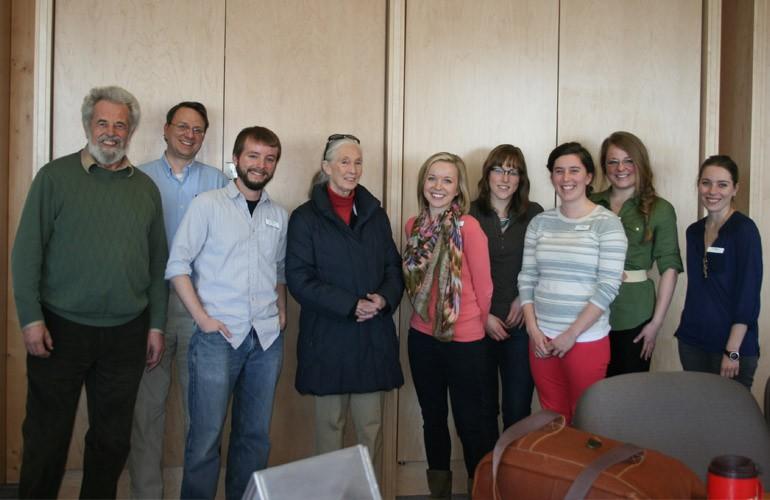 Mme Jane Goodall rencontre des étudiants du programme de diplôme d'études supérieures en vulgarisation scientifique au Centre pour la vitalité des lacs Vale (26/03/12).